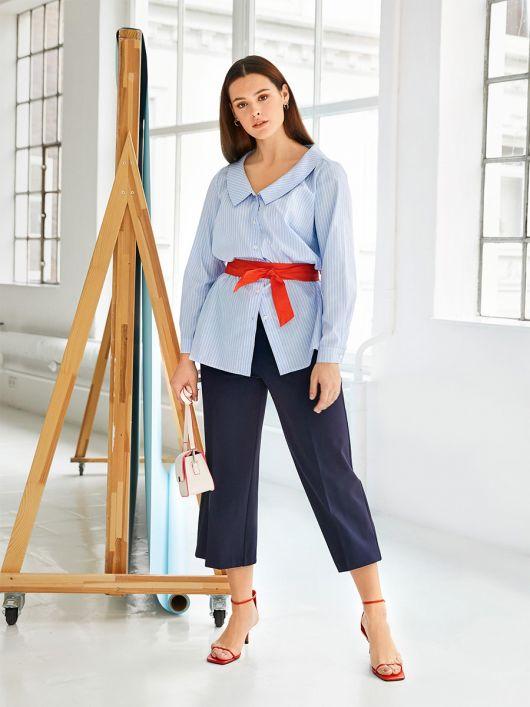 Блузка сорочкового крою з глибоким вирізом