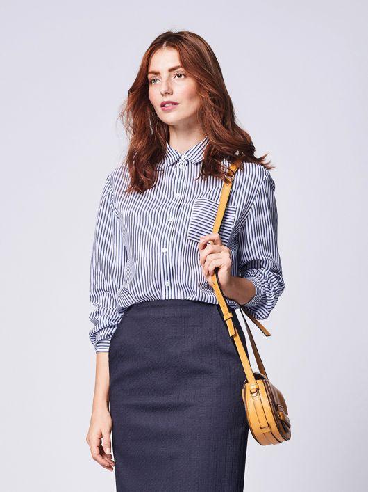 Блузка сорочкового крою з коміром на стойці