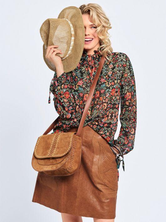 Блузка в стилі 70-х з коміром-рюшем