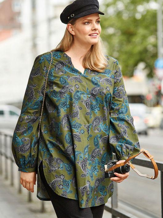 Блуза просторого силуету з пишними рукавами