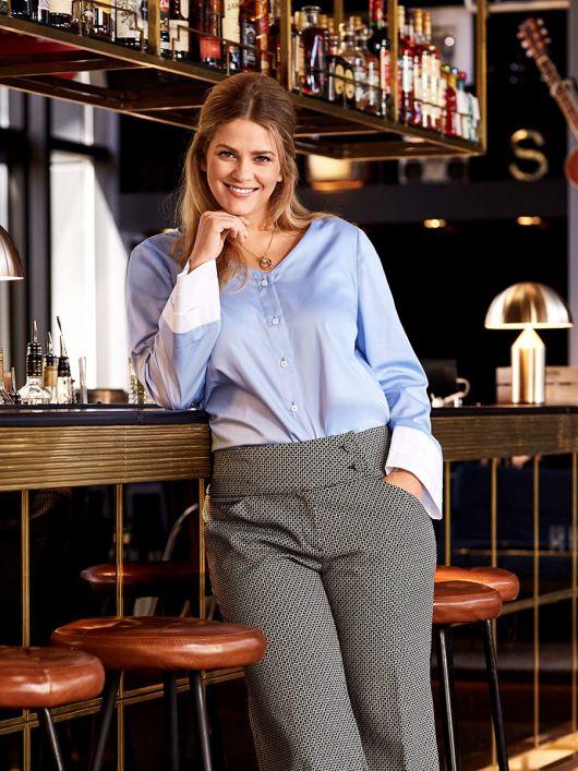 Блуза-рубашка с V-образным вырезом