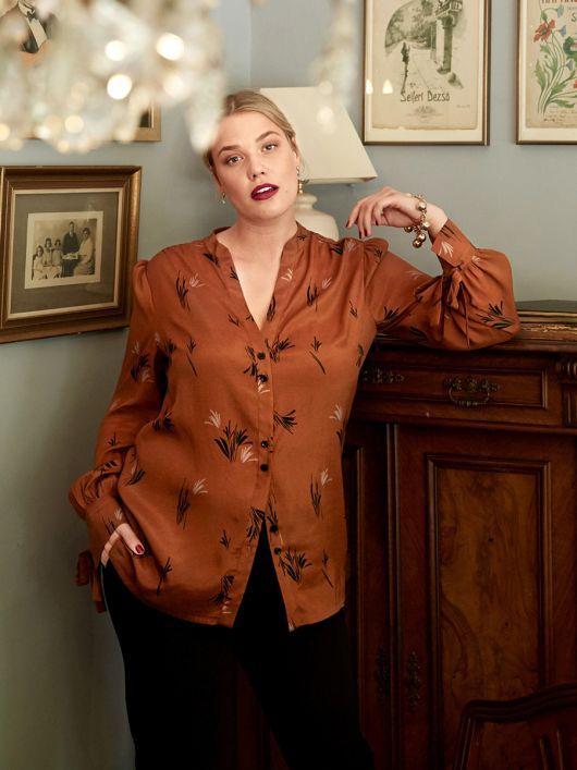 Блуза-сорочка з бантами на манжетах