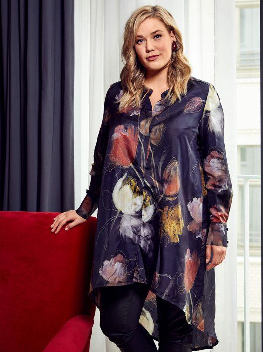 Блуза А-силуэта с асимметричным низом