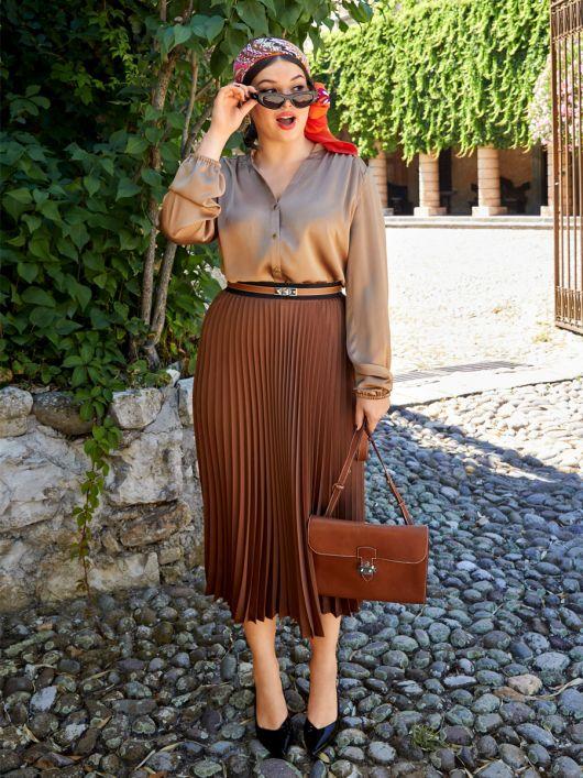 Блузка-сорочка з коміром-стойкою і пишними рукавами