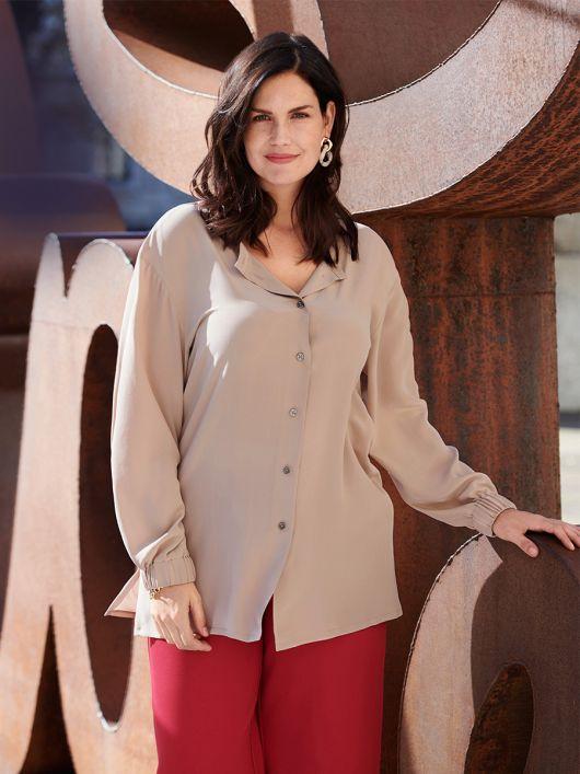 Блузка-рубашка шелковая с круглым вырезом