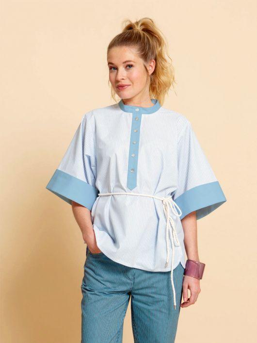 Блуза просторого крою з широкими рукавами