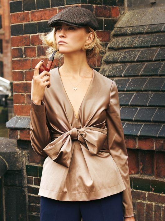 Блуза силуету ампір з широкими зав'язками