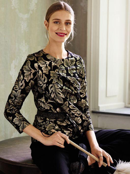 Блуза з рельєфними швами і баскою