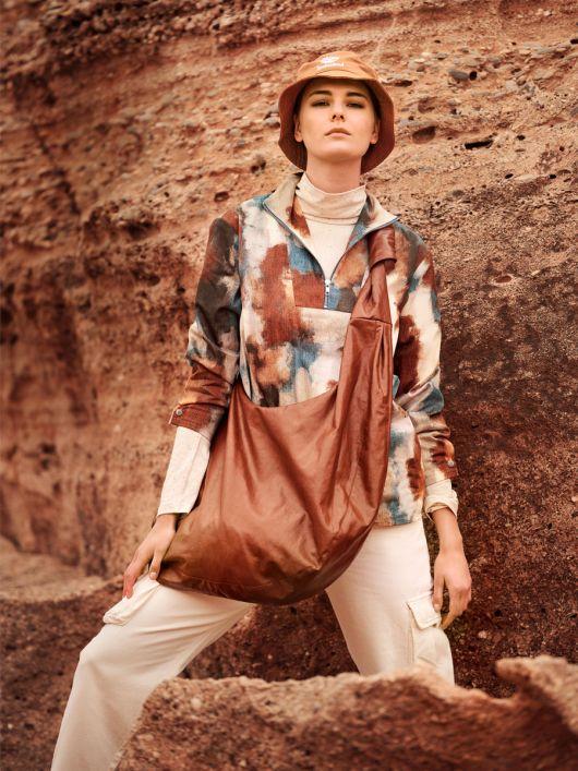 Блуза оригинального кроя с пластроном