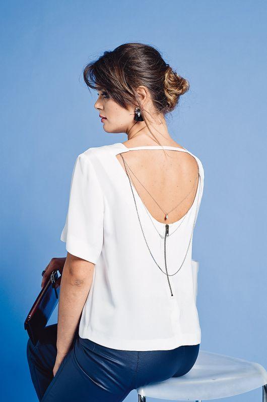 Блуза з глибоким декольте на спинці