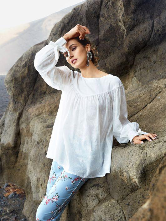 Блуза з фігурною кокеткою і широкими рукавами