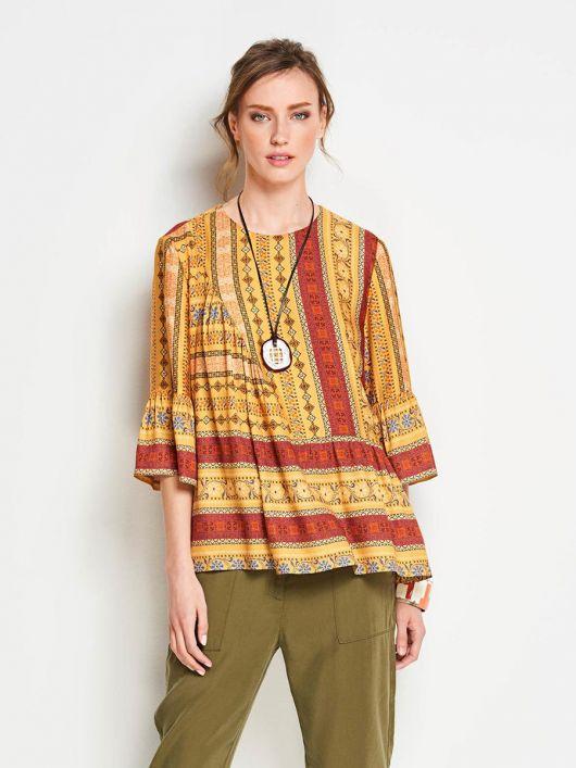 Блузка з оборками і асиметричною деталлю