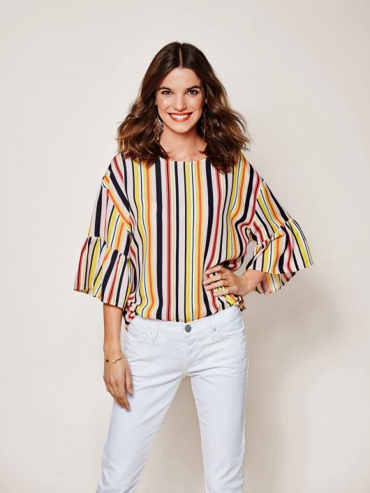 Блуза з пишними оборками на рукавах