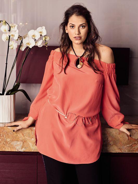 Блуза прямого крою з вирізом кармен