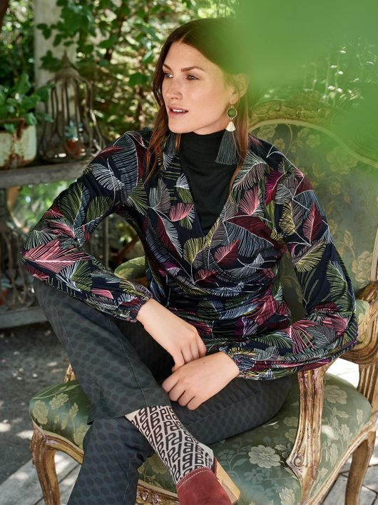 Пуловер із запахом і V-подібним вирізом