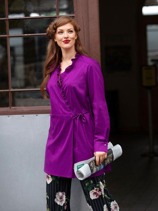 Блуза відрізна із запахом і оборками