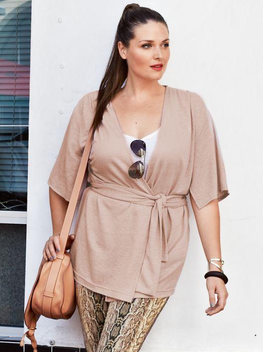 Трикотажна блуза з розрізами на рукавах
