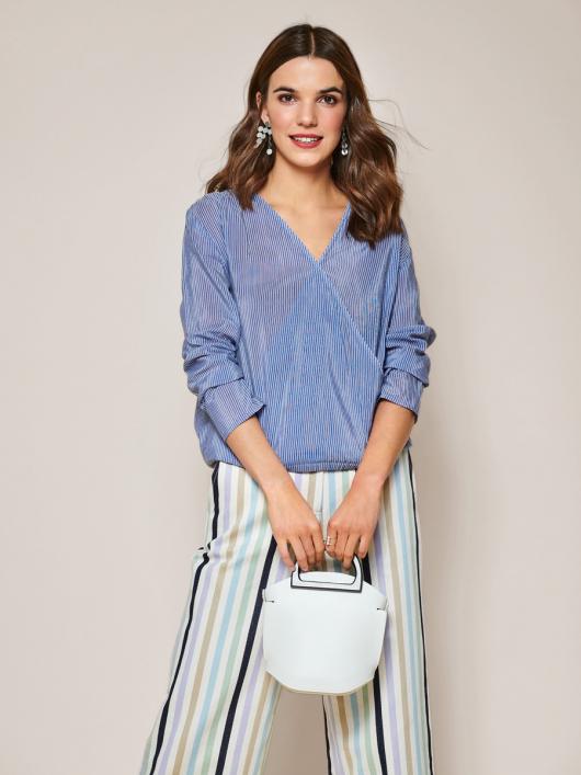 Блуза з запахом і зборками на плечах