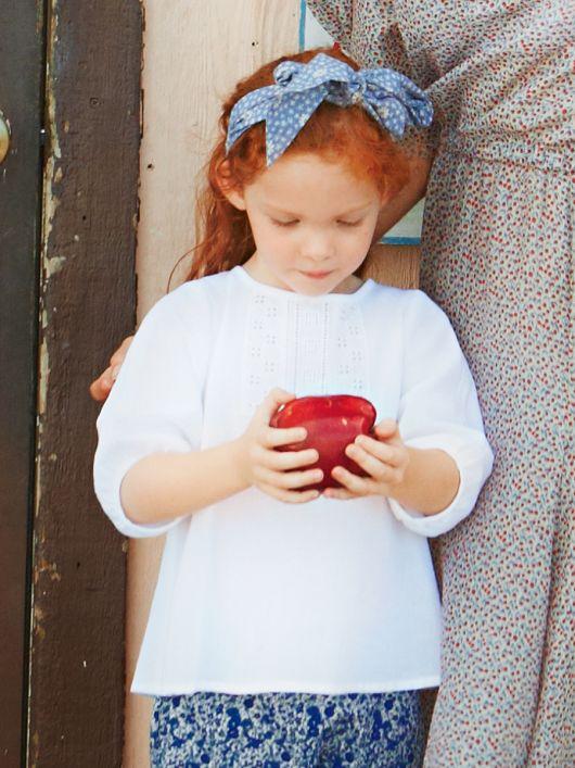 Дитяча блуза з мереживними планками