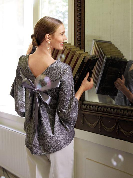 Блуза з розкльошеними рукавами