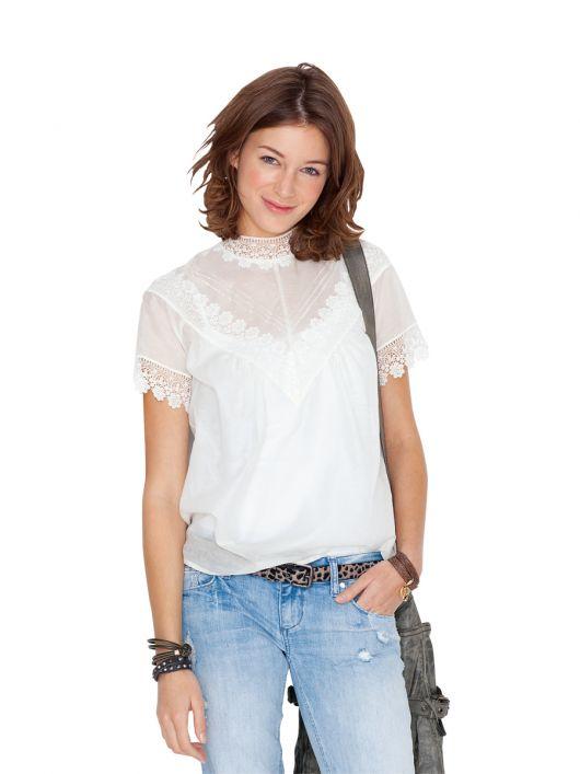 Блузка прямого крою з кокетками на переді і спинці
