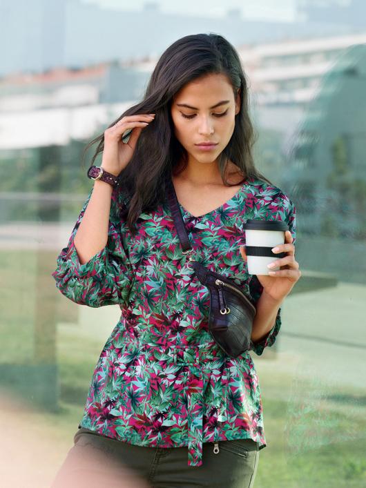 Блуза прямого крою з пишними рукавами