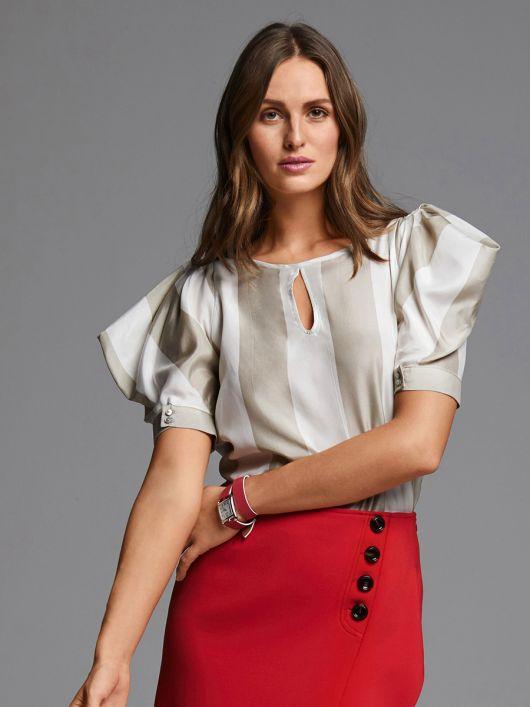 Блузка прямого крою з об'ємними рукавами