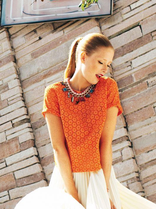 Блузка з короткими рукавами із застібкою на спинці
