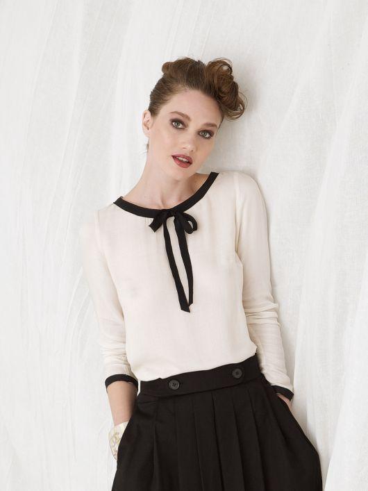 Блузка з окантовкою горловини і рукавів