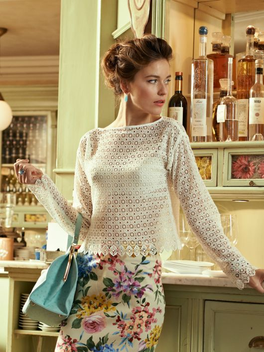 Блуза прямого крою з вирізом горловини човником