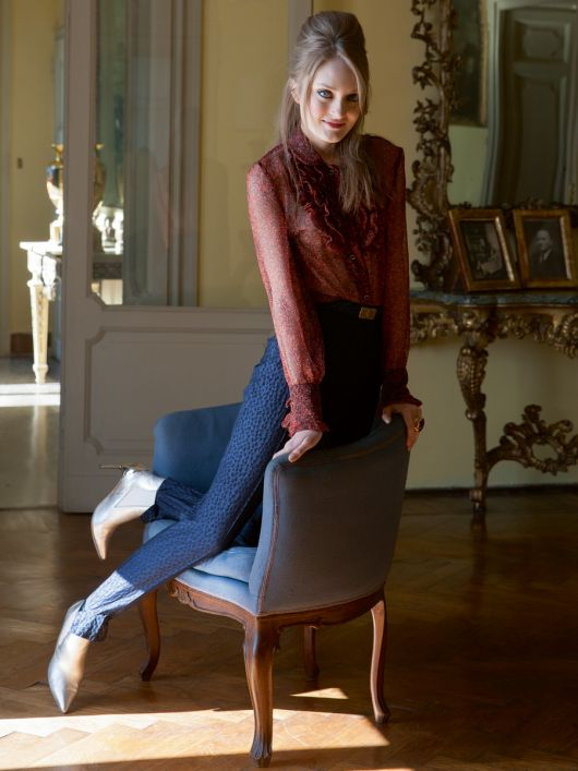 Блуза з оборками і брюки зі штрипками