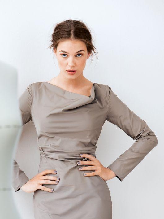 Блуза приталеного крою з довгими рукавами