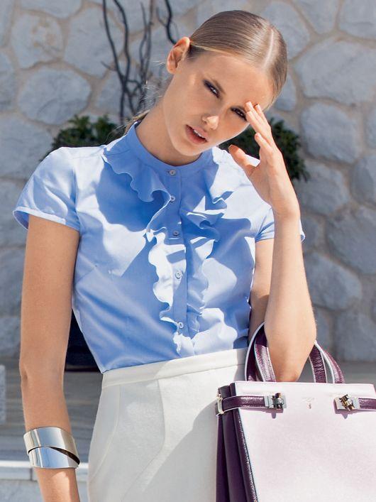 Блузка приталена з оборками і коміром-стійкою