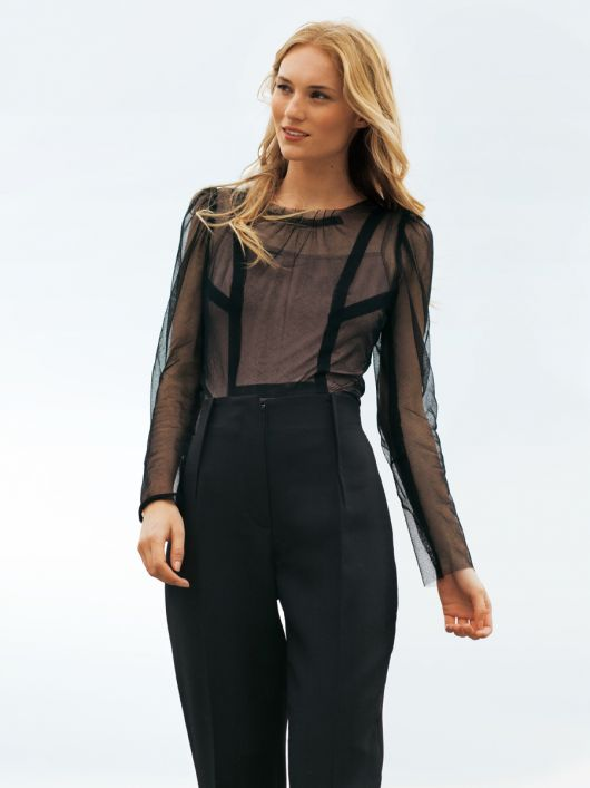 Блузка тюлева приталеного силуету