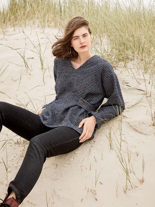 Пуловер приталенного силуэта с оригинальным поясом