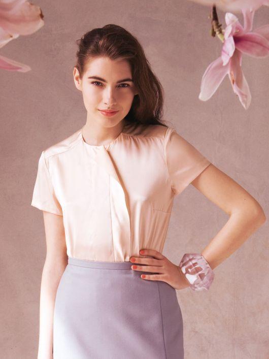 Блузка сорочкового крою з воланом