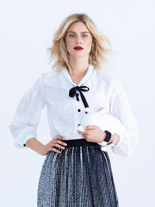 Блузка прямого крою зі складками на рукавах