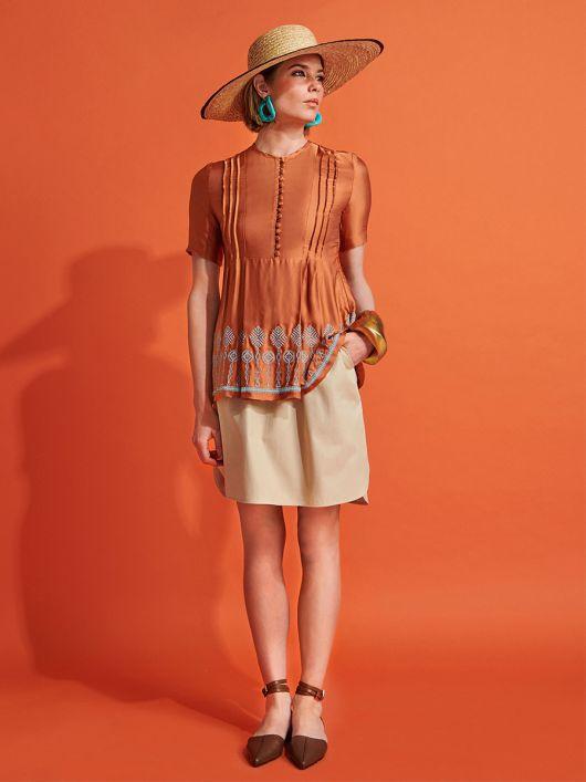 Блуза силуету ампір з вишивкою по краю