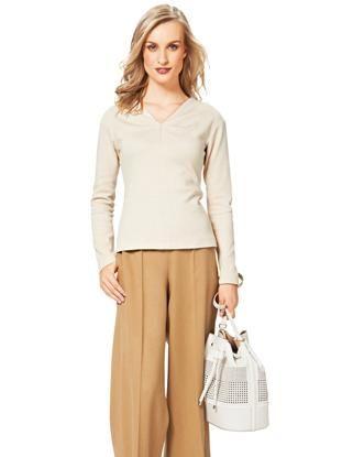 Пуловер із V-подібним вирізом і декоративними защипами