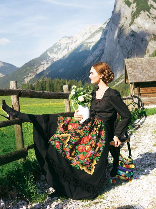 Блуза з довгими рукавами у фольклорному стилі
