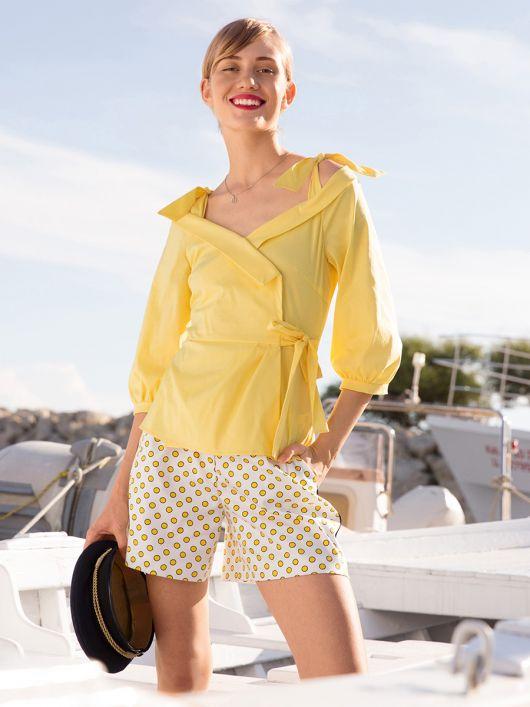 Блузка з баскою і асиметричною застібкою
