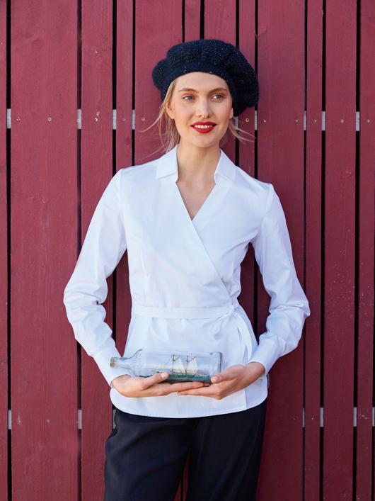 Блузка з запахом і V-подібним вирізом