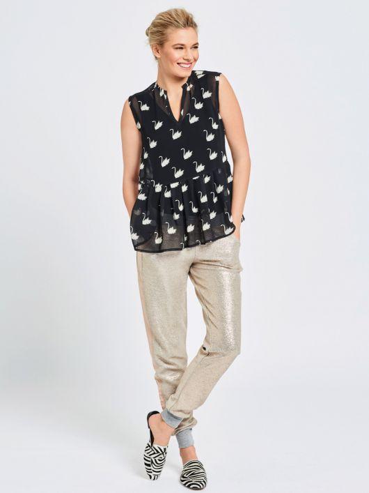 Блузка без рукавів і з призбореною баскою