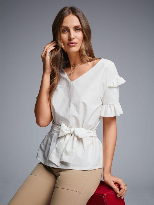 Блузка прямого крою з оборками і поясом-бантом