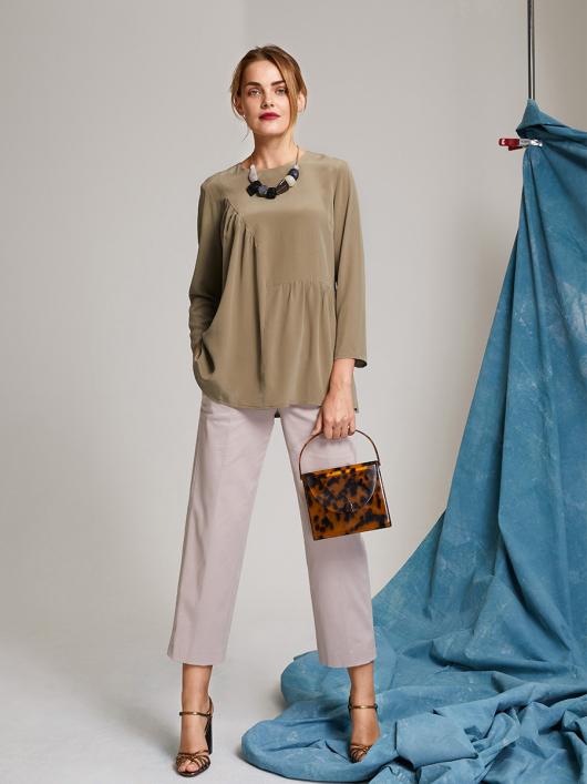 Блуза з асиметрією і драпіровками