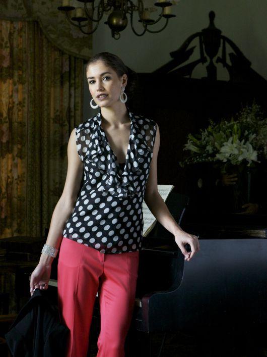 Блузка приталеного крою з воланами