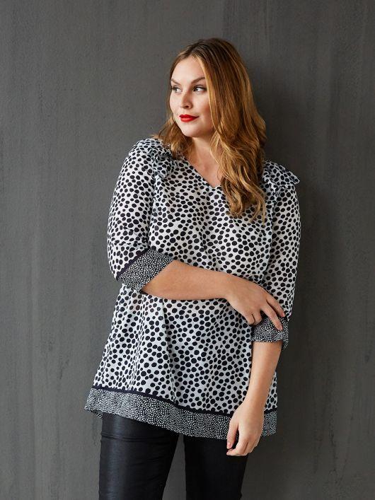 Блуза прямого крою і з V-подібним вирізом