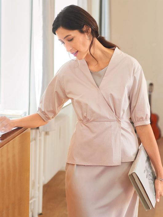 Блузка приталеного крою із запахом і баскою