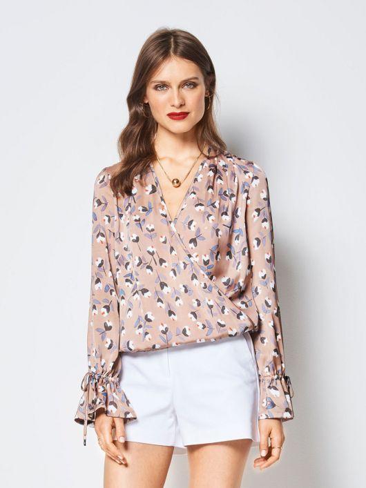 Блузка без коміра з довгими рукавами