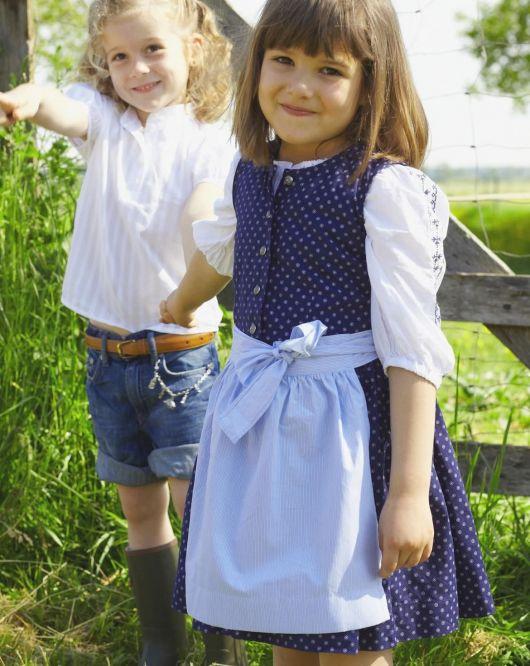 Сукня і фартух у баварському стилі
